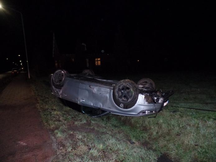 De man raakte niet gewond. Hij kon op eigen gelegenheid uit de zwaar beschadigde auto komen.