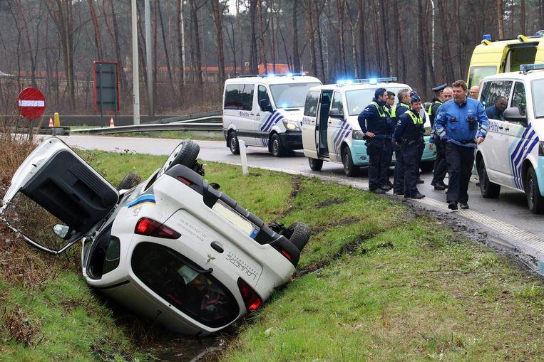 Na een wilde achtervolging verloor Jean-Pierre de controle en vloog met zijn auto de gracht in langs de E313.