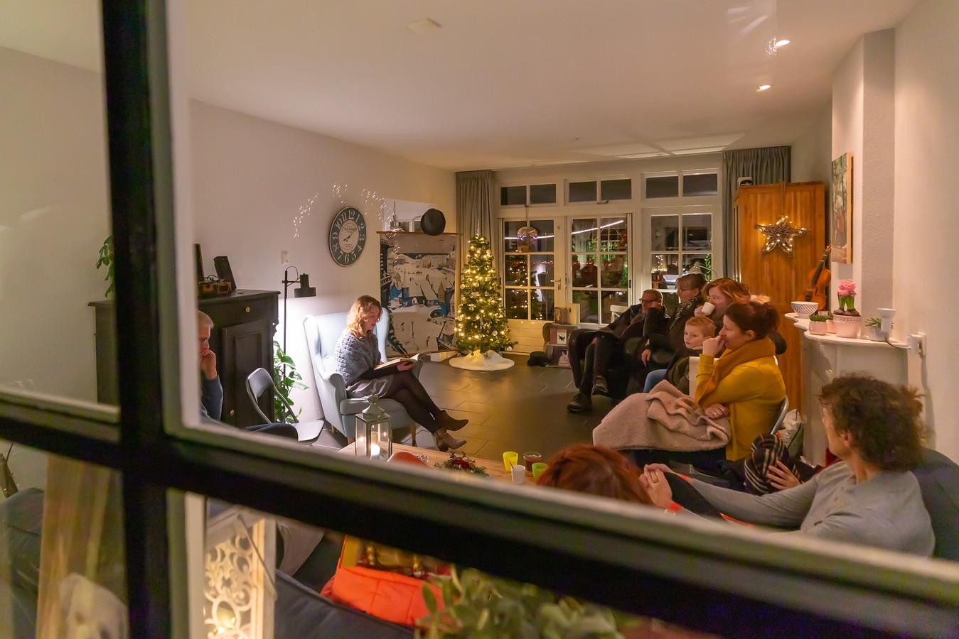 Huiskamervertelling in de Gasthuisstraat door Jannine Wursten.