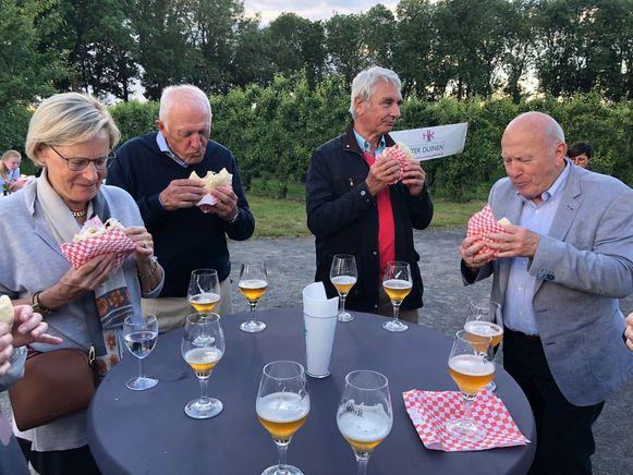 'Smakelijk op stap', de culinaire wandeling in het kasteeldomein De Lovie werd een groot succes.