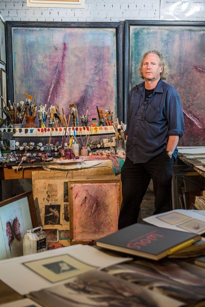 Kunstenaar Hans Klein Hofmeijer in zijn atelier.  Foto Joris Buijs/Beeld Werkt