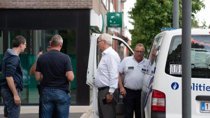 Politie maakt jacht op man die agenten dreigde aan te rijden in Kluisbergen: ook helikopter ingezet