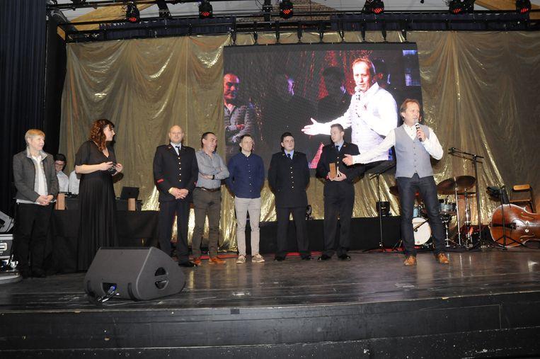 De vrijwilligers waren trots om de award in ontvangst te mogen nemen.