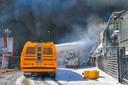De crashtender van Defensie kon niet voorkomen dat de brandweerwagen uitbrandde.