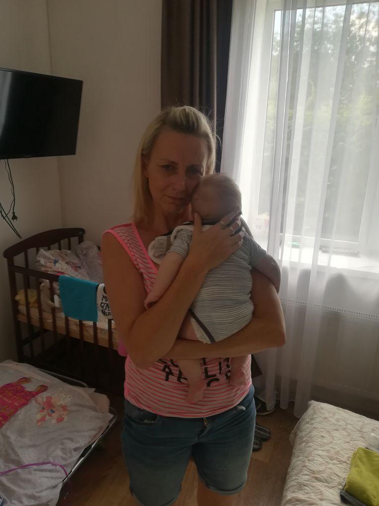 Rachel met de kleine Adrien. Ze verblijven momenteel in Kiev.