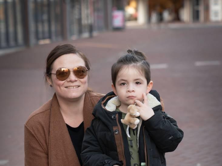 Het drukke leven van Manuela: Werken, een fietspomp kopen en dan weer naar zwemles