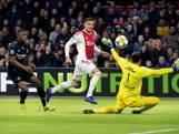 PSV behoudt koppositie na krankzinnig puntenverlies Ajax tegen Heerenveen