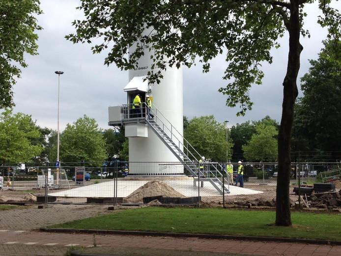 De inspectie doet onderzoek bij de windmolen op het bedrijventerrein in Tilburg.