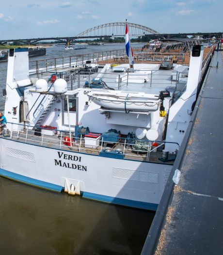 'Dinerboot' zorgt voor heibel aan de Waal in Nijmegen