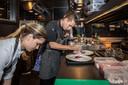 De crew van restaurant Meliefste aan het werk.