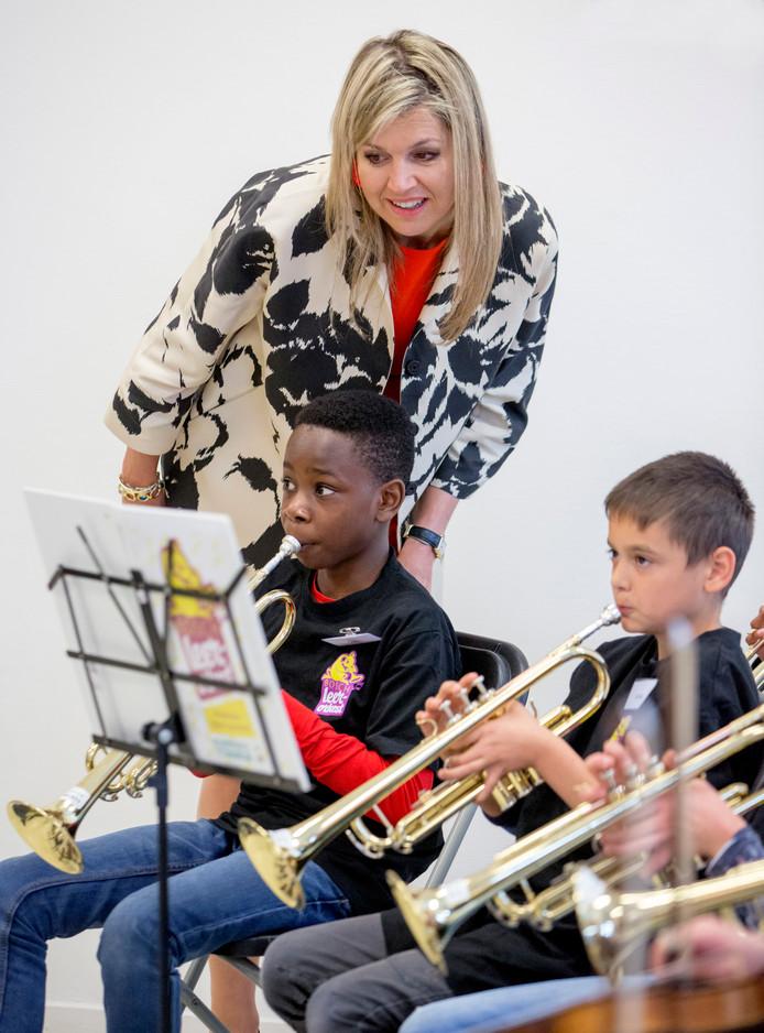 Koningin Máxima zet zich in om kinderen kennis te laten maken met muziek.