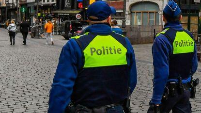 """Politie moet veel boetes uitschrijven in steden: """"Helaas blijven mensen samen in auto kruipen en barbecues organiseren"""""""