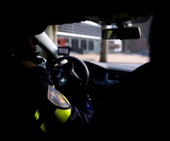 Als geen sprake is van een spoedsituatie, hoeft de politie in Gelderland-Midden en Gelderland-Zuid niet meer te rijden voor verwarde personen. Er lopen twee proeven om het anders te doen.