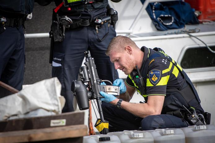 Agenten hebben vanochtend rond 09.30 uur drie verdachten aangehouden na meldingen van langdurige overlast in recreatiegebied Koudenhoorn in Warmond.