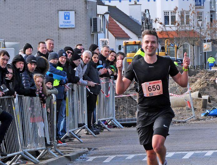 Floris Willeboorse, eerder dit jaar tijdens de Midwinter Halve Marathon van Cadzand.