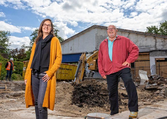 De deuren van Terra Art Projects openen in juni weer de deuren. Directeuren Natalie Vinke en Ed Boutkan zijn er erg blij mee. Nog niet op het nieuwe terrein op het voormalige terrein waar de Kwikfit-garage. Daar wordt op dit moment het oude pand gesloopt en gaan de deuren pas in 2021 open.