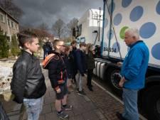 Klas Het Lichtschip in Ens leert: 'rechts ruim achter' veiligste plek bij een truck