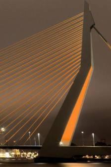 Rotterdam vrijdag oranje verlicht voor Nederland - Frankrijk