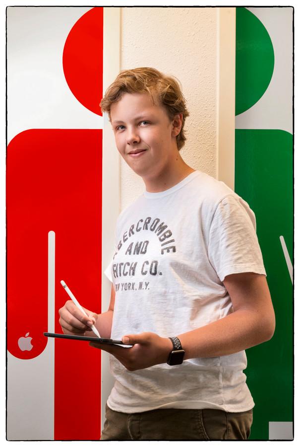 Matthijs Otterloo uit Soest (16) is sinds zijn 11e jaar gek van programmeren en websites ontwikkelen.<br />Foto Marco Okhuizen