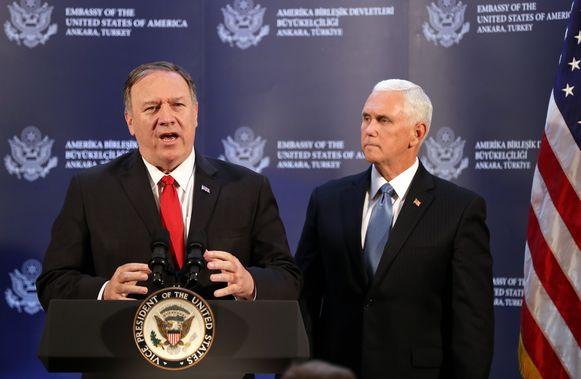 De Amerikaanse vicepresident Mike Pence (rechts) en VS-minister van Buitenlandse Zaken Mike Pompeo (links).