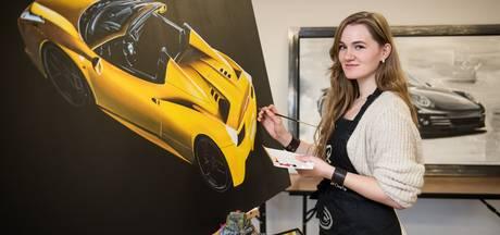 Twentse Brigitt (25) maakte werk van haar hobby: auto's schilderen
