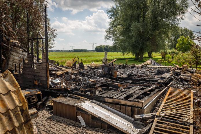 Afgebrande chalet bij vakantiepark Akkertien in Vollenhove  ©Wilbert Bijzitter