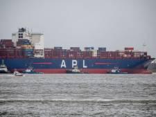 Containerschip slaat op drift en ramt havenkraan bij Doel, onderhoudstechnici kunnen tijdig ontsnappen