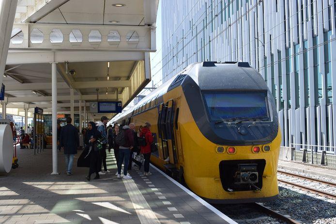 Een trein op Leiden Centraal