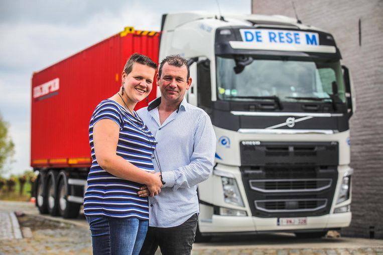 Daisy Coudeville en haar vriend Stefaan Degryse, die zijn job als trucker stopzet nu Daisy zwanger is.
