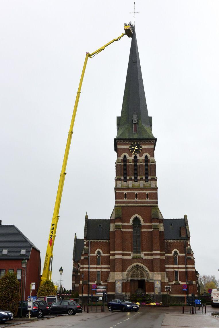 Straks een kerk zonder kruis en haan