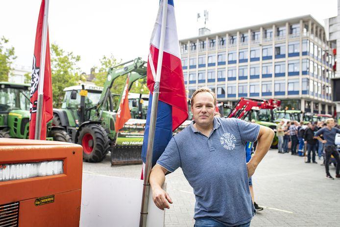 Derk Jan Lansink deed samen met 50 Twentse boeren aangifte tegen minister Carola Schouten.