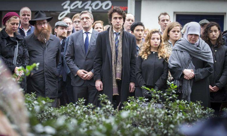Jesse Klaver en Sybrand Buma bij de herdenking in Den Haag. Beeld anp