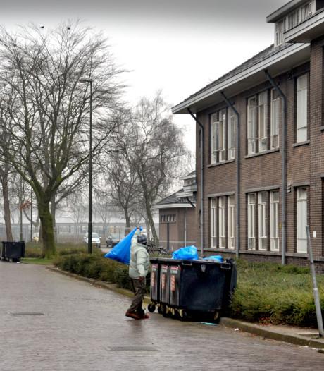 Grave baalt van kleine groep stennis trappende asielzoekers
