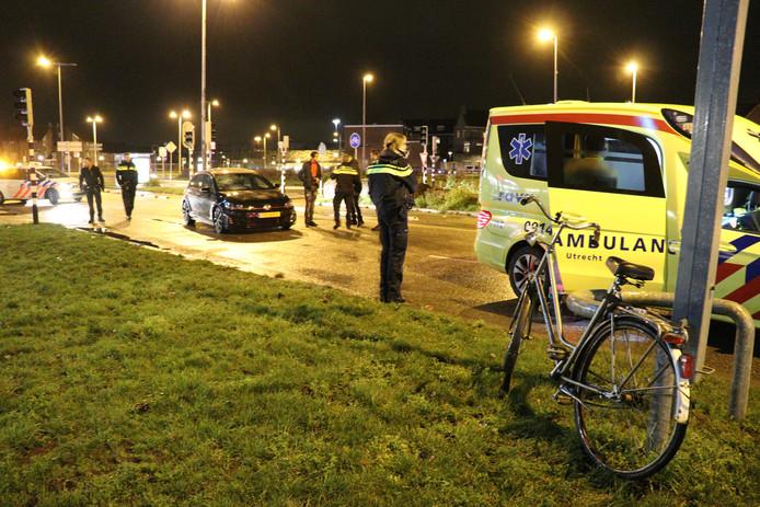 De fietser werd geschept door een auto op het Westplein in Utrecht.