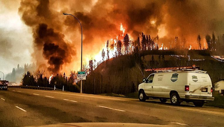 Een bosbrand in Fort McMurray, Canada. Beeld EPA