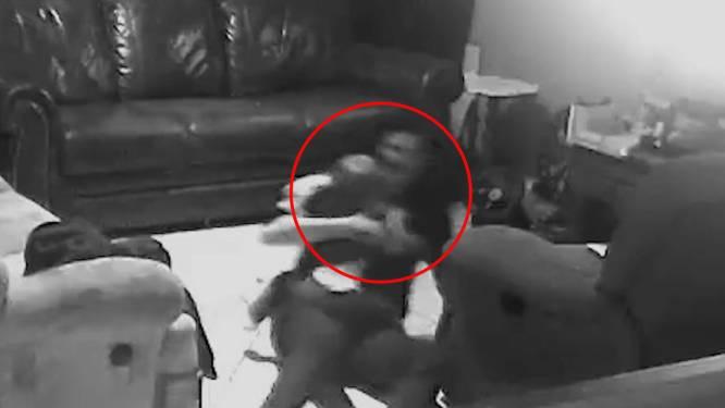 Zwangere mama duikt grond op om vallende baby te redden