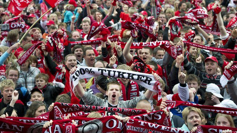 Mei 2010. Enschede loopt uit om landskampioen FC Twente te huldigen. Nergens een donkere wolk te zien. Beeld Klaas Jan van der Weij / de Volkskrant