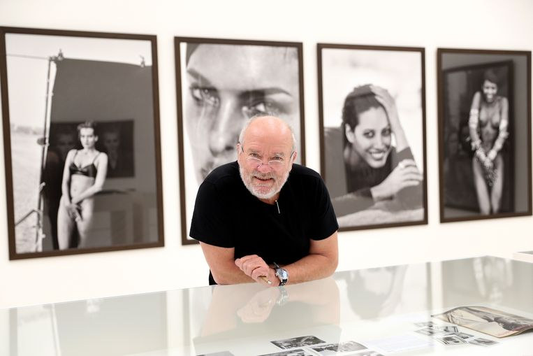 Peter Lindbergh tijdens zijn tentoonstelling From Fashion to Reality in München in 2017.  Beeld null