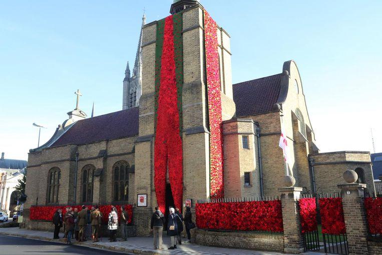 Poppy's aan het Engelse Kerkje in Ieper.