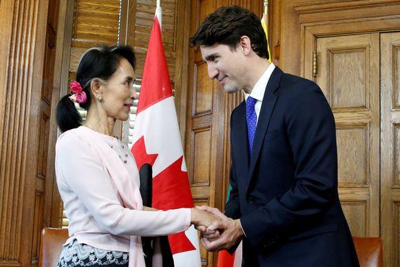 Aung San Suu Kyi, laureaat van de Nobelprijs voor de Vrede, kreeg in 2007 het Canadese ereburgerschap voor haar rol in de democratische verandering in Myanmar.