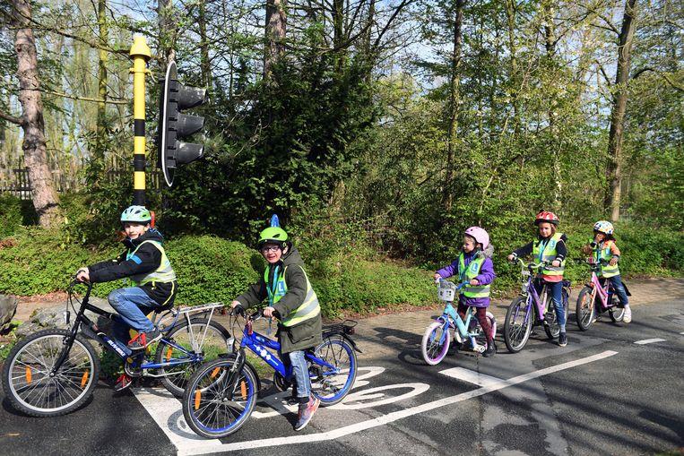 Archieffoto: Kindjes krijgen tijdens Paaskamp, verkeerslessen van de politie in het Provinciaal Domein in Kessel-Lo.