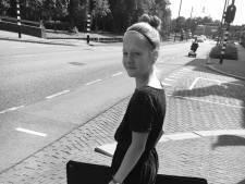 Junior stadskunstenaar Anna vraagt kinderen kunstwerkjes te maken voor expo in Geukerspark