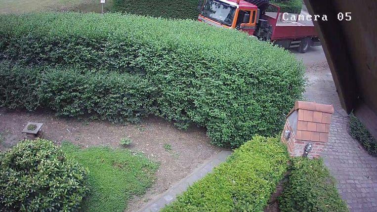 Op de beelden van de bewakingscamera is de vrachtwagen goed te zien.