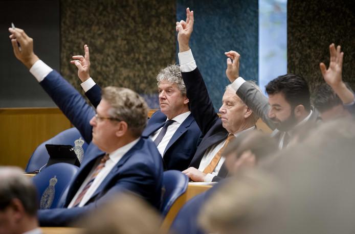 Jacques Monasch tijdens de stemmingen na afloop van het wekelijkse vragenuur.