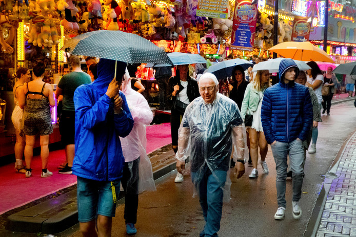 Zaterdagavond is de kermis slachtoffer van regenbuien.