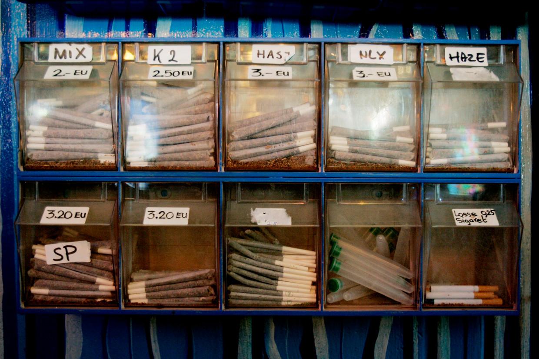 Het assortiment joints in een coffeeshop in Terneuzen. Beeld Rick Nederstigt/ANP
