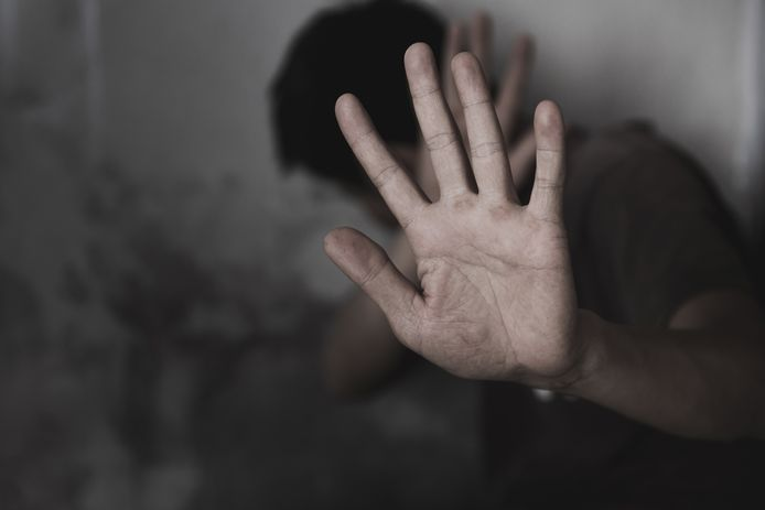 De politie heeft aanwijzingen dat in de afgelopen maanden meerdere personen zijn mishandeld in Nijverdal en roept slachtoffers op alsnog aangifte te doen.