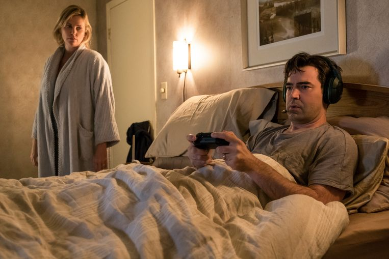 Charlize Theron en Ron Livingston in Tully. Beeld