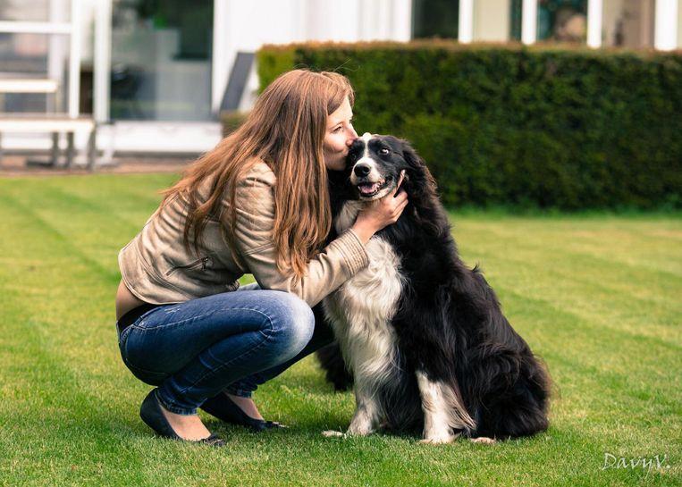 Sofie met haar hondje Rex in betere tijden. De bordercollie is al zes weken vermist.