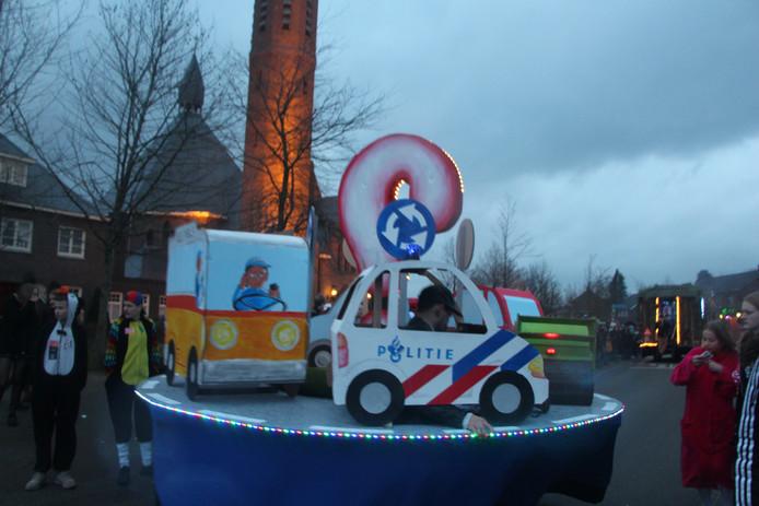 Deelnemer aan de verlichte carnavalsoptocht in Rietmolen.